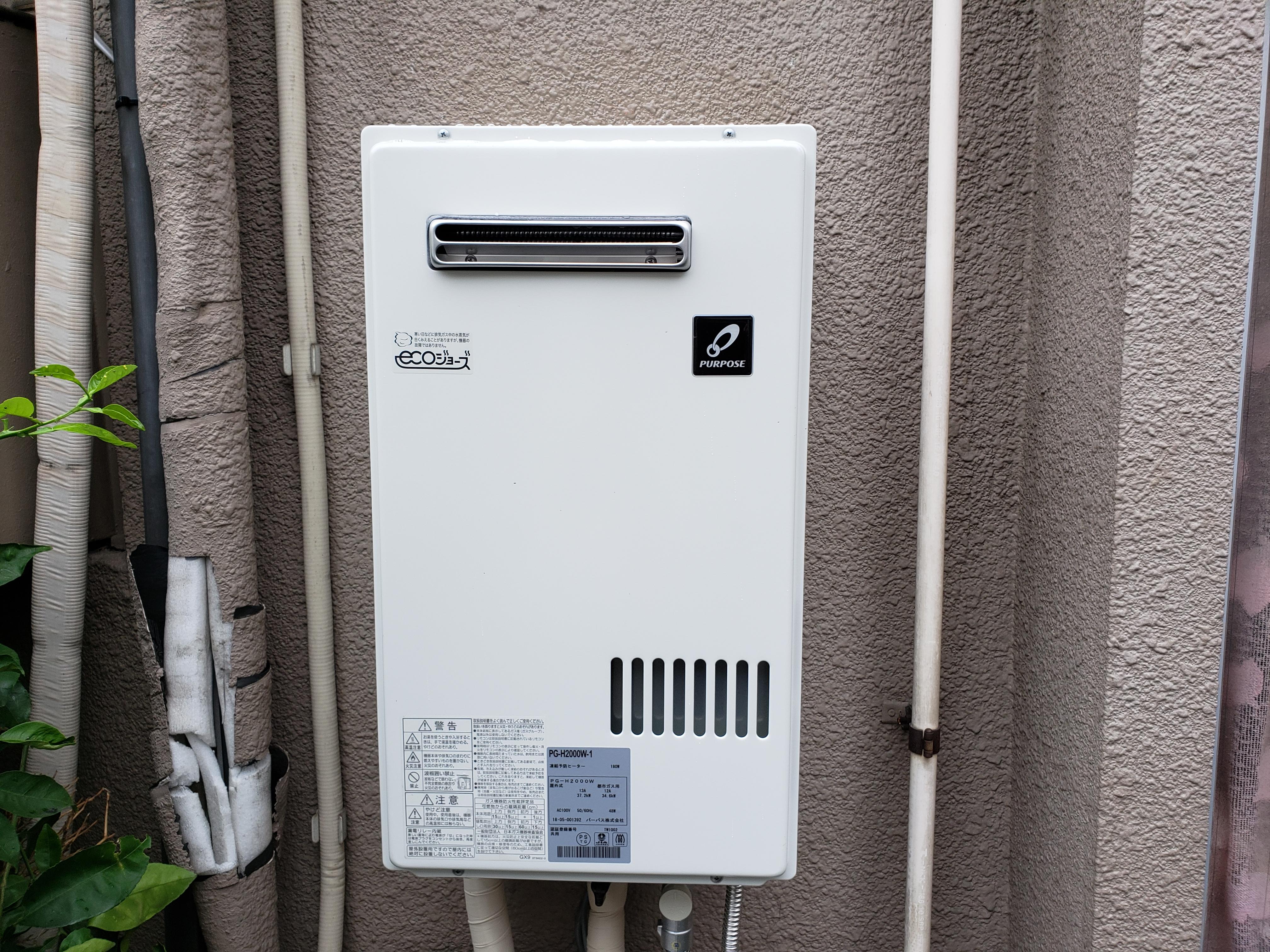 床屋の貯湯湯沸器GC-120-E からパーパスPG-H2000W施設用小型20号給湯専用給湯器に取替